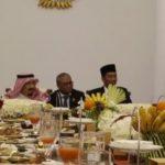 http://sebarr.com/uploads/content/Jokowi-Salman%20Makan%20besama.jpeg