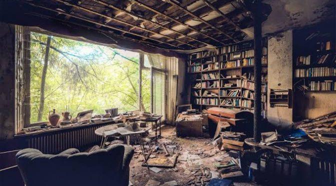 Perpustakaan yang Seperti Rumah Hantu dan Sebuah Renungan