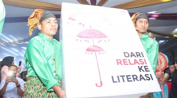 Persetubuhan Literasi Politik dan Politik Literasi
